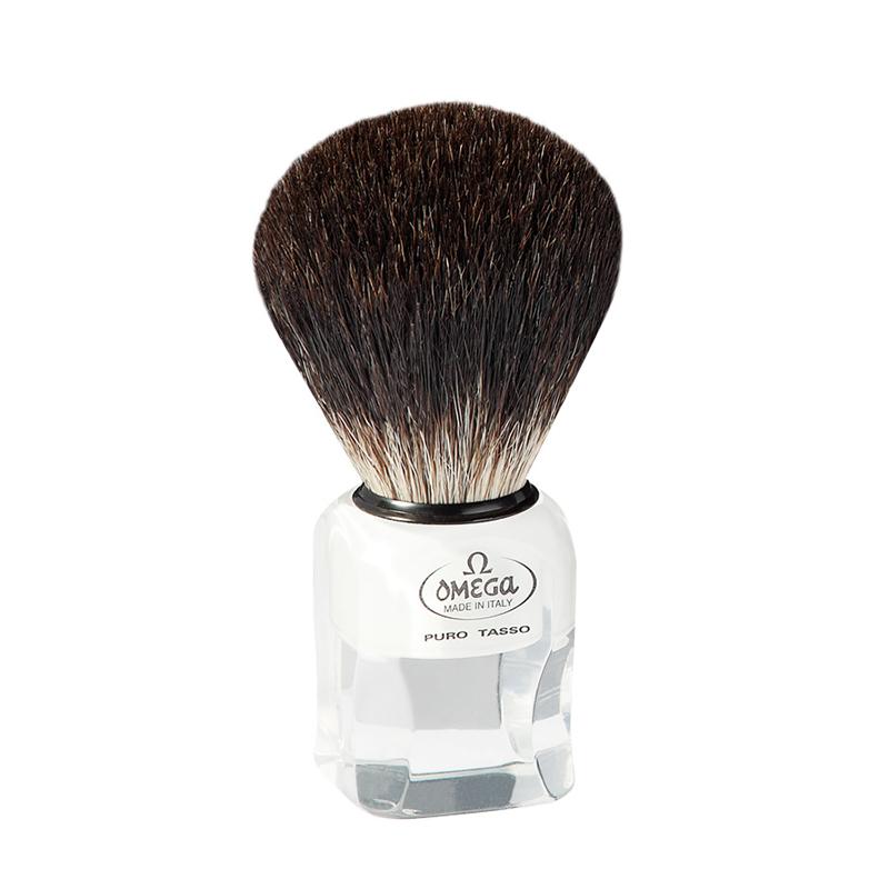 Pennello Da Barba Omega 6187 In Tasso Nero è un pennello da barba Omega in tasso Nero con manico in resina trasparente.