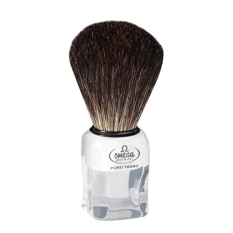 Pennello Da Barba Omega 6188 In Tasso Nero è un pennello da barba Omega in tasso Nero con manico in resina trasparente.